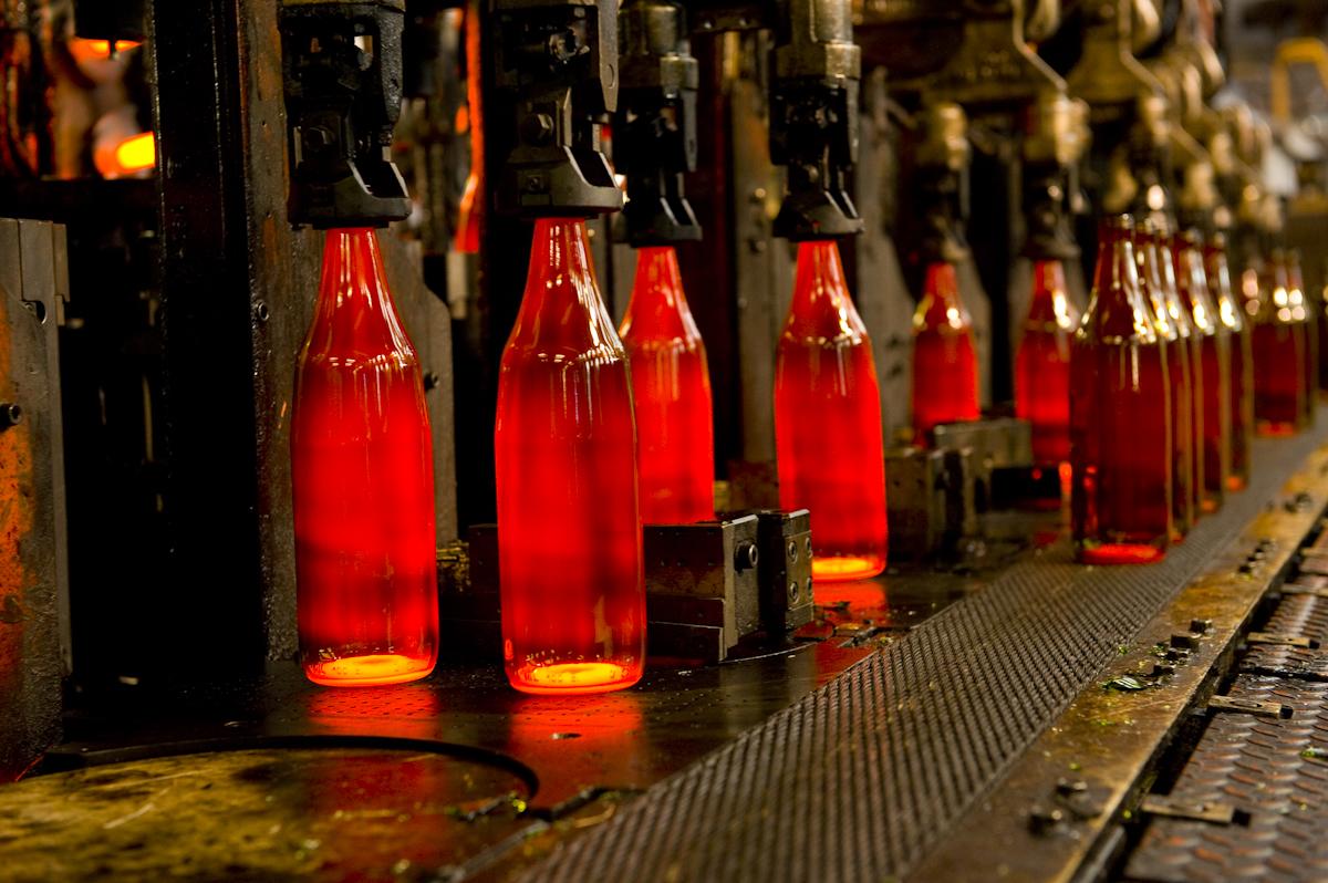 La cadena del reciclado de vidrio 2 la f brica de envases de vidrio - Fabrica de floreros de vidrio ...