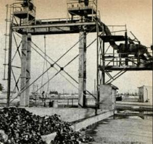 3 - Las cintas transportadoras elevan la carga a 18 metros a otra cinta que lleva el vidrio al primer lavado y a un tambor giratorio