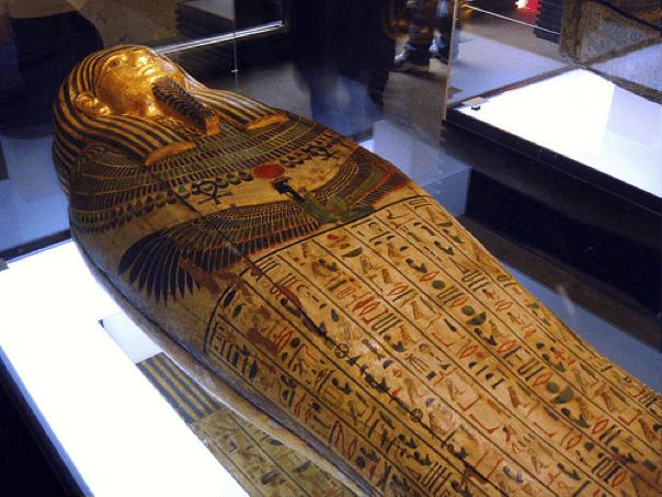 Papiros reciclados y momias