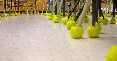 pelota de tenis como funda para las patas de las sillas