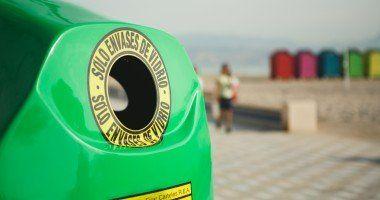 Recicla vidrio contenedor verde
