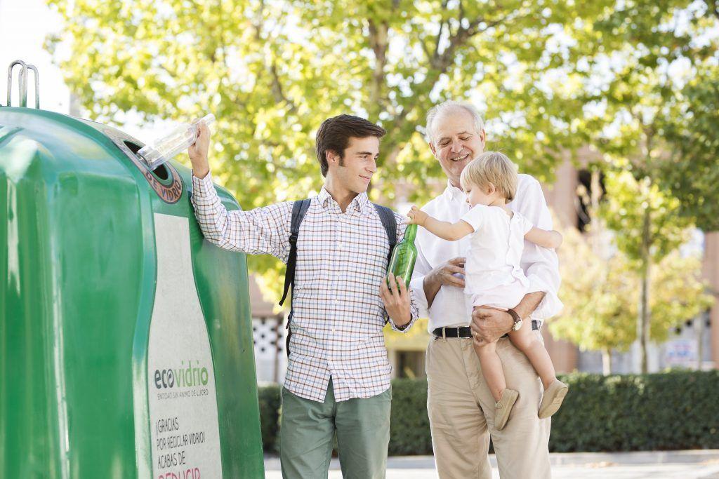 niños promoviendo reciclaje en españa