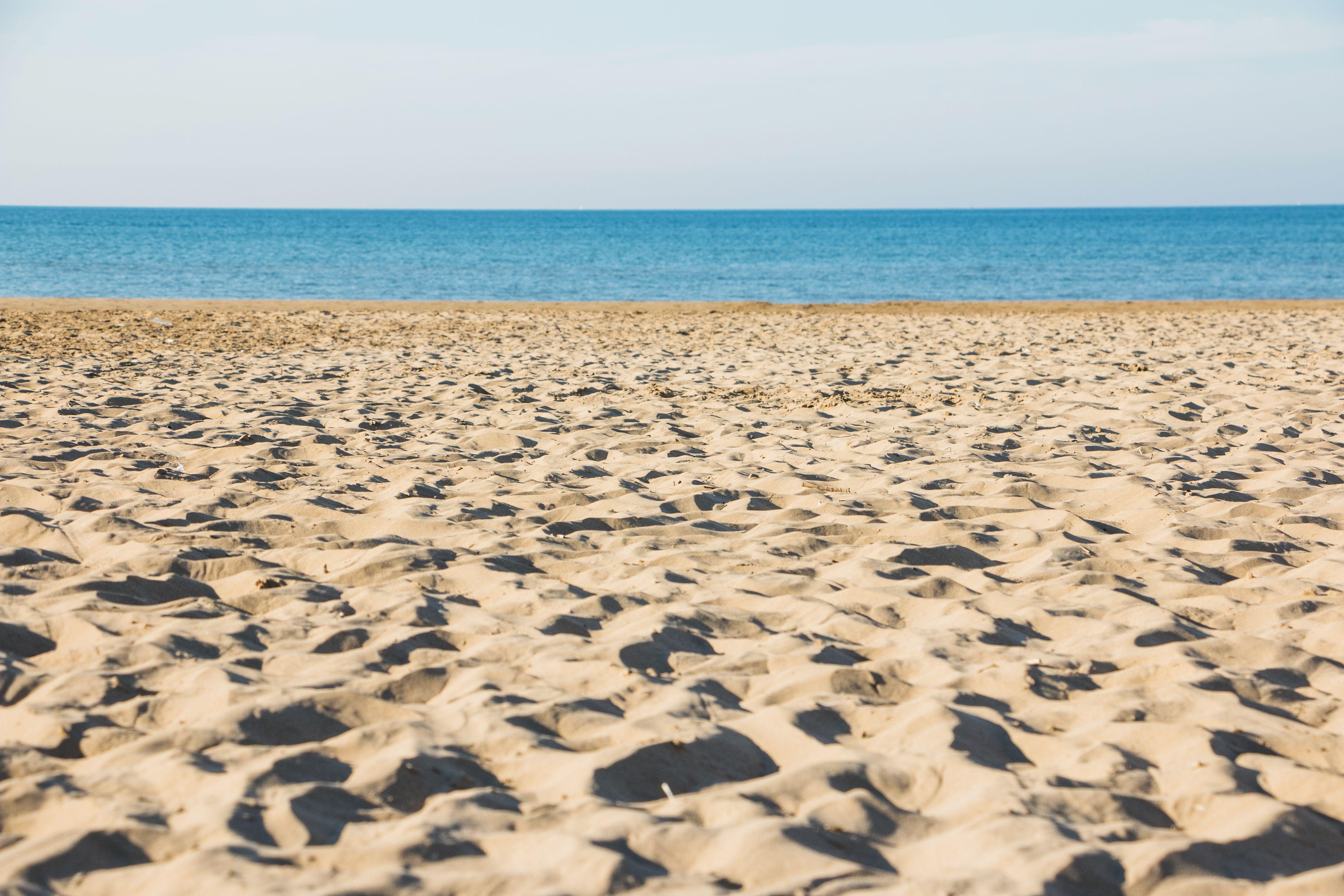 Habitos-ciudadanos-en-las-playas-del-mediterraneo-playas-limpias-ECOVIDRIO