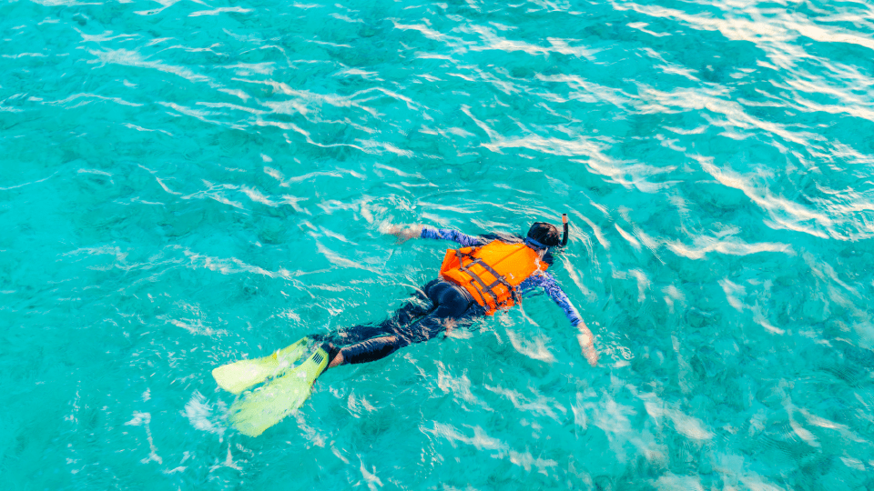 habitos-ciudadanos-en-las-playas-del-mediterraneo-actividades-ecovidrio