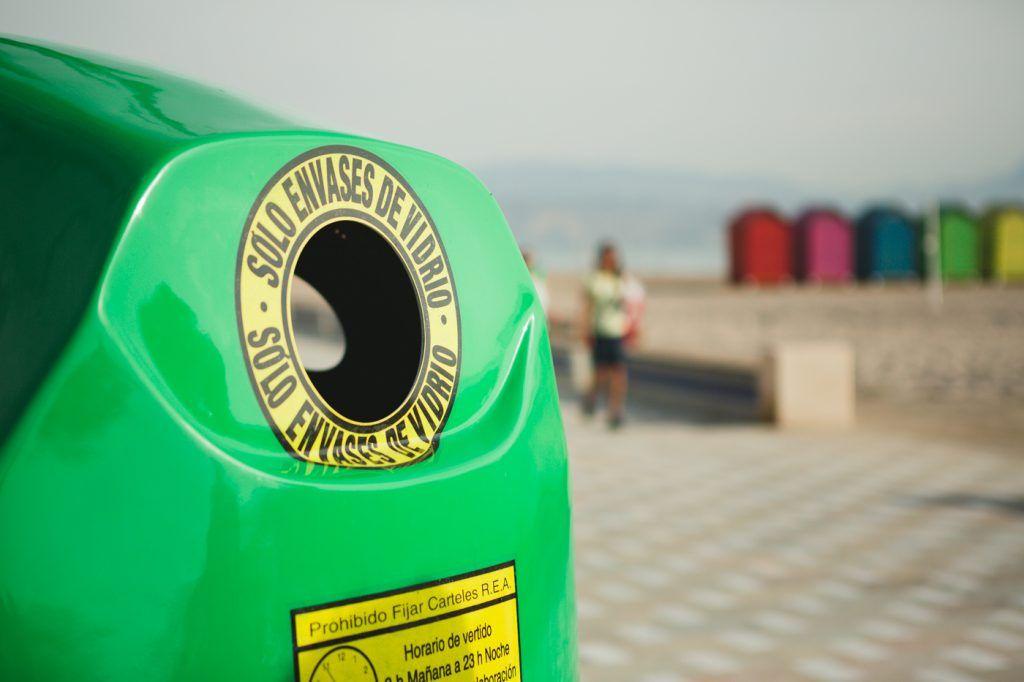 Contenedor verde playa