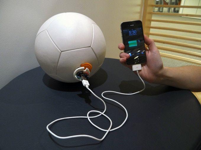 Inventos-innovadores-de-energia-renovable-pelota-recargable-ECOVIDRIO