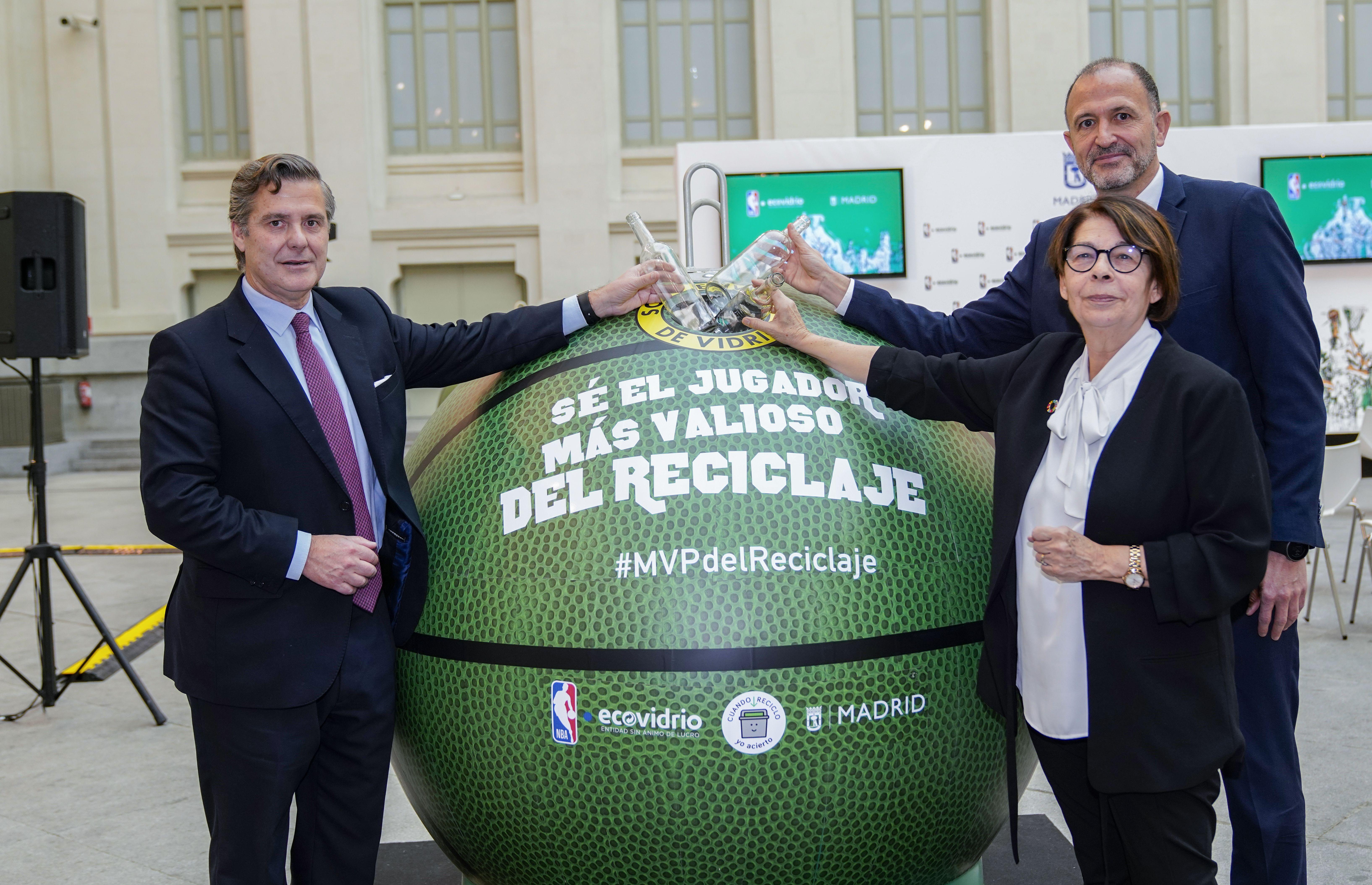 Baloncesto ecológico y campaña de concienciación - Contenedor pelota de baloncesto