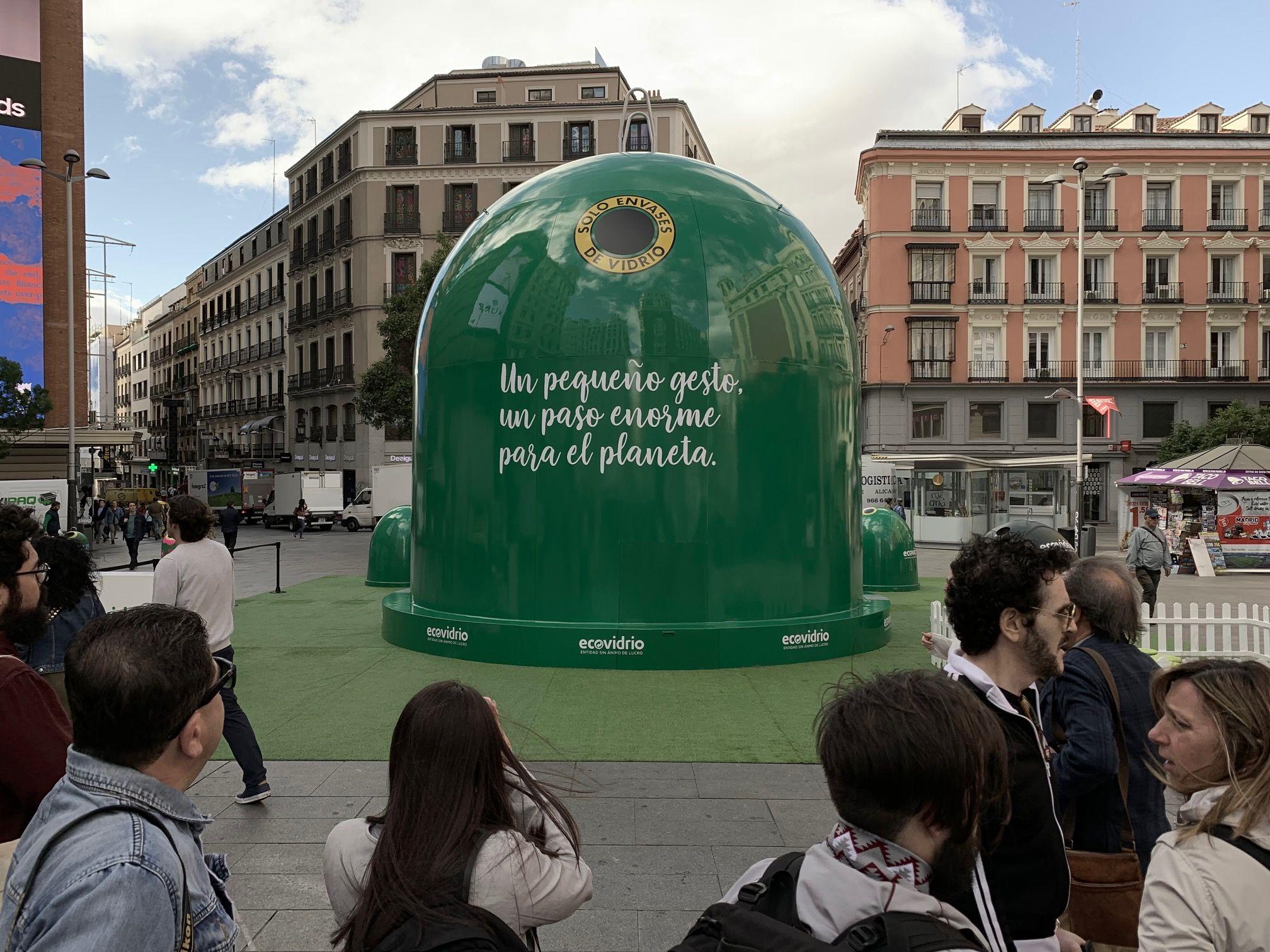 dia-mundial-del-reciclaje-contenedor-gigante-madrid-ECOVIDRIO