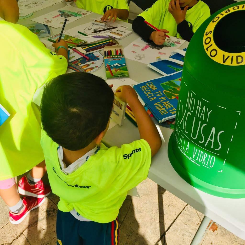 Malasmadres y ecovidrio - Niños realizando actividades