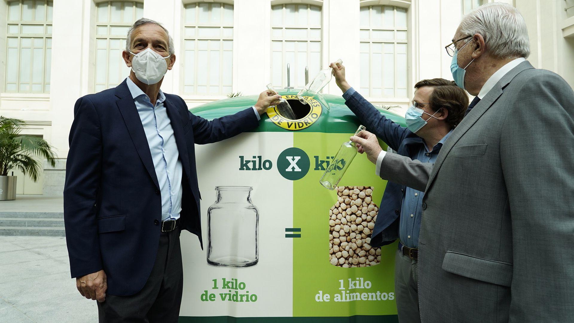 campaña kilo x kilo de Ecovidrio con el alcalde de Madrid José Luis Martínez-Almeida
