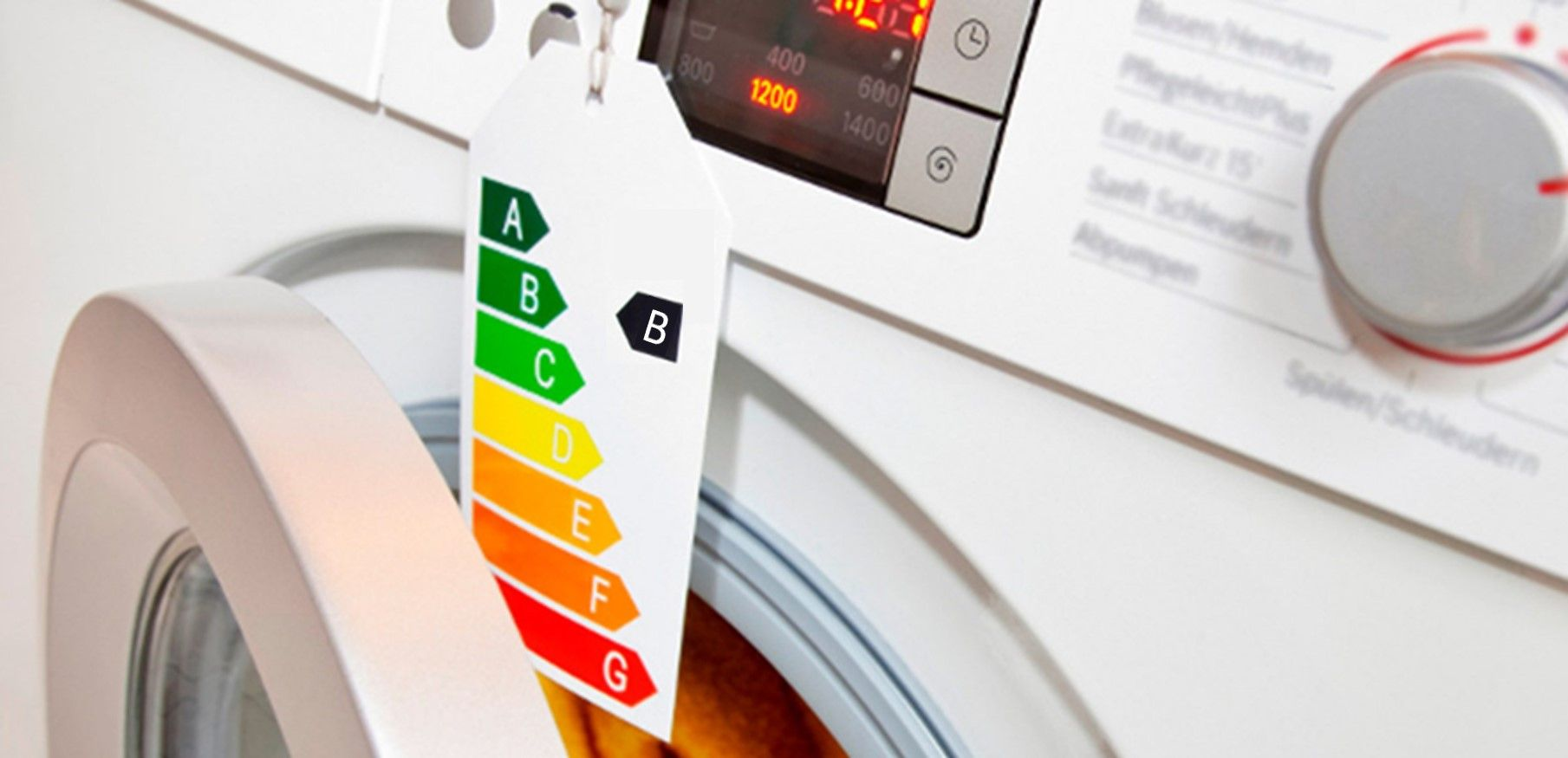 una lavadora con la nueva etiqueta de eficiencia energética