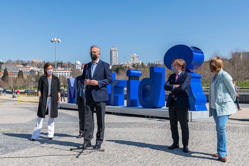 gerente general Ecovidrio Jose Manuel Nuñez-Lago en inauguración monumento Madrid letras