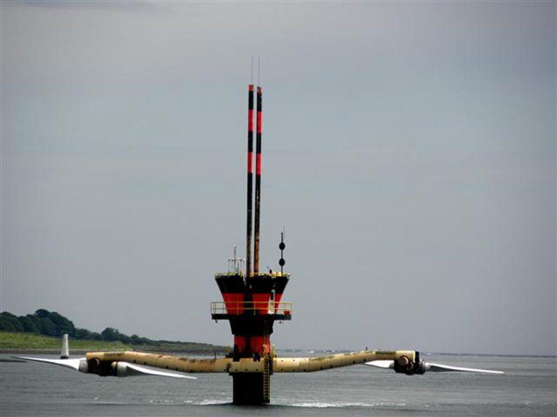 un generador de energía mareomotriz en el mar