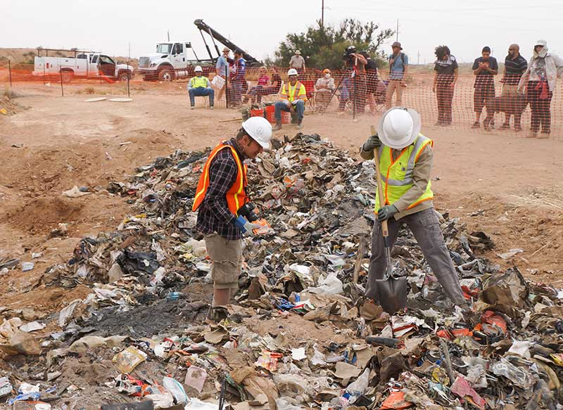 Excavación en el vertedero de Alamogordo en Nuevo México para encontrar ET el peor videojuego de la historia
