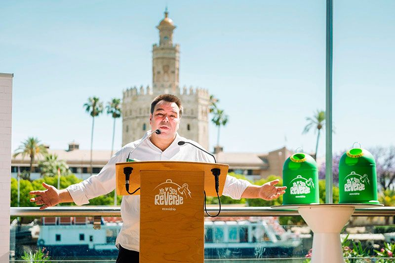 Rafael Almarcha cantante Siempre Así en evento Ecovidrio Sevilla