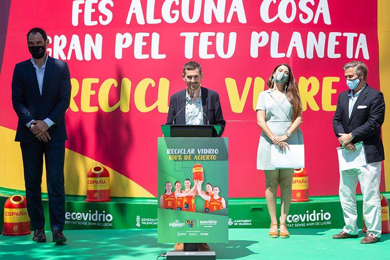 presentación del contenedor más grande de Ecovidrio en Valencia Eurobasket