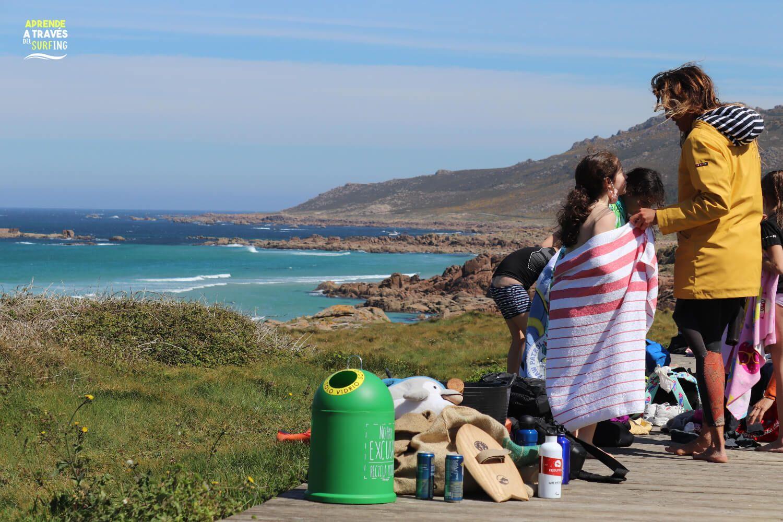 surf and clean realiza cuidado de playas en Camariñas