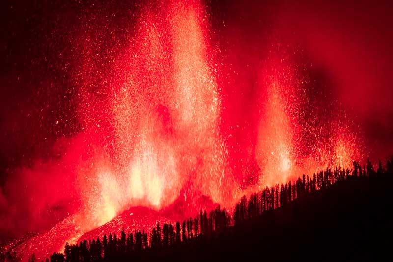volcan de canarias en erupción