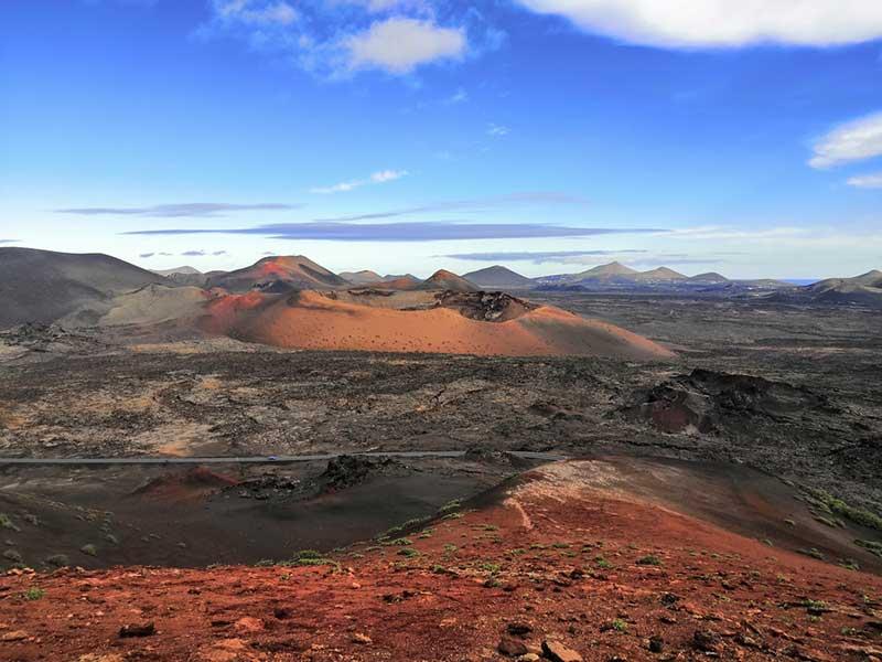 Timanfaya en las Islas Canarias ecosistemas volcánicos